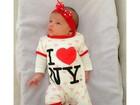 Bella Falconi posta foto fofa da filha, Victoria, com roupinha de corações