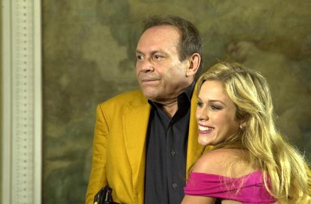 Danielle (Ludmila Dayer) com Giovanni Improta (José Wilker) em Senhora do Destino (Foto: João Miguel Júnior / Globo)