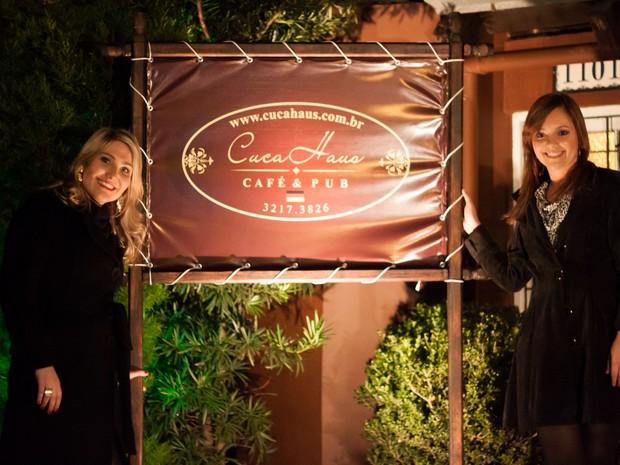Raquel Wegner (esq) e Luana Castro perceberam o nicho de mercado e montaram a Cuca Haus, uma casa especializada em cucas (Foto: Arquivo Pessoal)