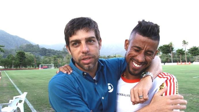 Frame Juninho Pernambucano e Léo Moura, Flamengo (Foto: Reprodução)