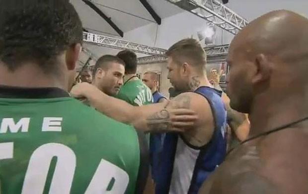 Confusão entre o Daniel Sarafian e o Renato Babalu no TUF Brasil (Foto: Reprodução)
