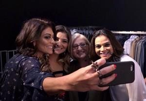 Família Paes tira selfie nos bastidores (Foto: TV Globo)
