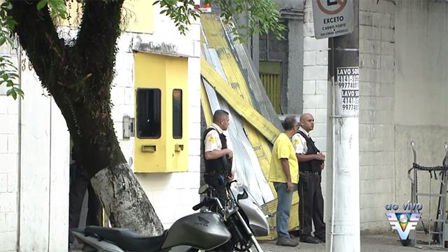 3 pessoas morrem em assalto a empresa de valores (Foto: Reprodução/TV Tribuna)