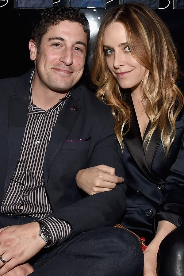 Jenny Mollen, esposa do ator Jason Biggs revelou que eles já tentaram contratar uma prostituta para esquentar as coisas entre o casal, mas que ele não se animou com a experiência (Foto: Getty Images)