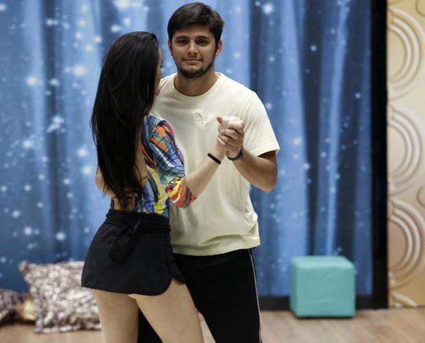 Gabrielle Cardoso descreve lambada como um ritmo sensual (Foto: Fábio Rocha/ TV Globo)