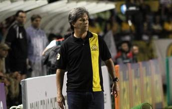Chapecoense conversa com técnico Caio Júnior e está perto de anúncio