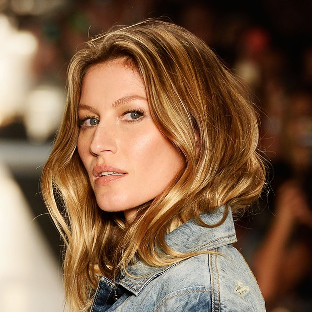 SAO PAULO, BRAZIL - NOVEMBER 04:  Gisele Bündchen walks the runway at the Colcci fashion show during Sao Paulo Fashion Week Winter 2015 at Parque Candido Portinari on November 4, 2014 in Sao Paulo, Brazil.  (Photo by Studio Fernanda Calfat/Getty Images) (Foto: Getty Images)