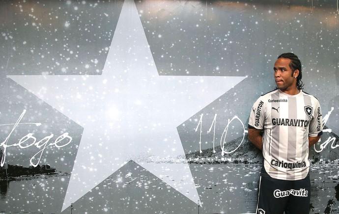Carlos Alberto apresentação nova camisa do Botafogo (Foto: Satiro Sodré / SSPress)