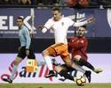 Valencia erra pênalti, leva empate no fim e completa oito jogos sem vencer