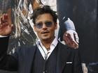 Johnny Depp aparece de visual novo em pré-estreia de filme