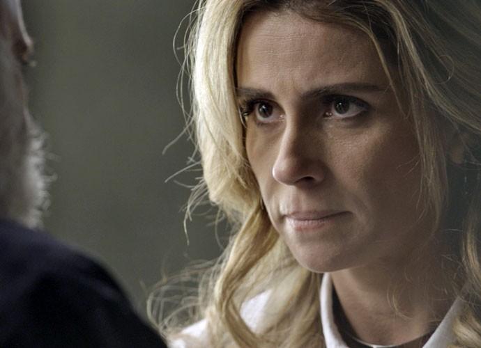 Atena mente para Zé Maria e se arrisca por Romero (Foto: TV Globo)