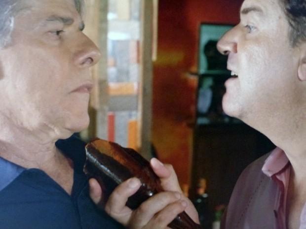 Felipe perde a cabeça e comete loucura (Foto: TV Globo)