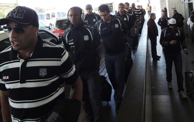 Figueirense desembarque (Foto: Diego Madruga)