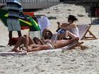 Depois de Búzios, Marc Jacobs curte praia em Ipanema com namorado