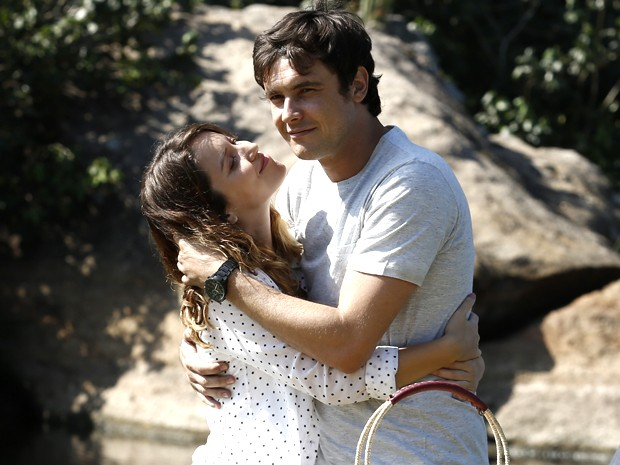 Em Alto Astral, Guizé protagoniza cenas românticas com Nathalia Dill (Foto: Fábio Rocha/ Gshow)