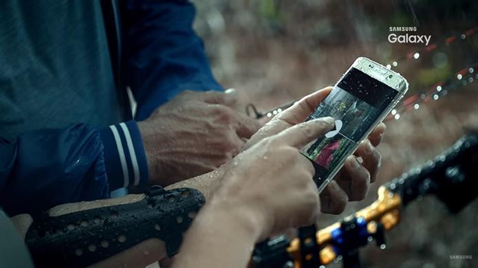 Galaxy S7 pode chegar com proteção à água, conforme vídeo da Samsung (Foto: Reprodução/Samsung)