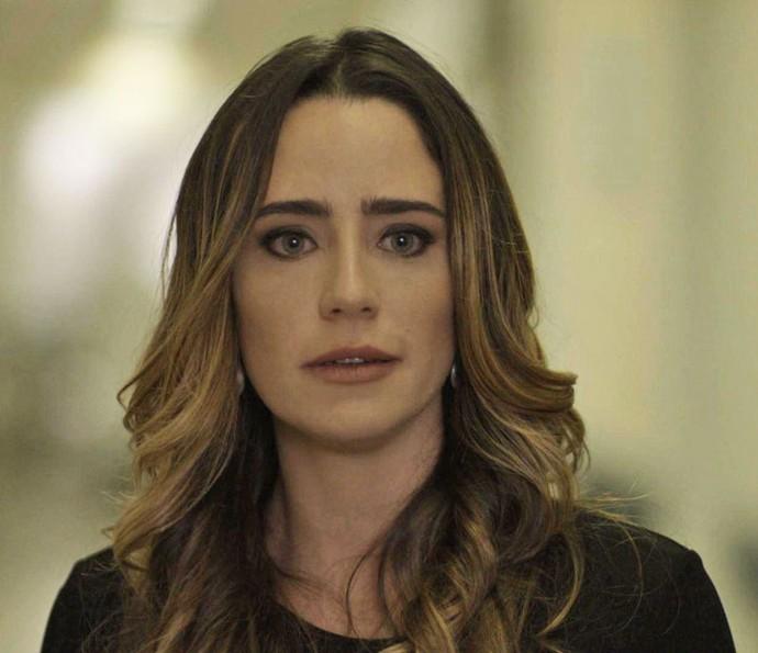 'A Camila não pode sair desse coma!', diz Bruna para si mesma (Foto: TV Globo)