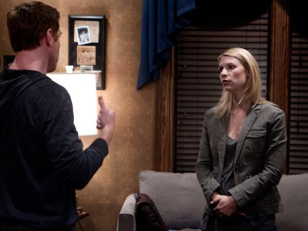Carrie chama Brody para reconhecer homem misterioso em foto (Foto: Divulgação / Twentieth Century Fox)