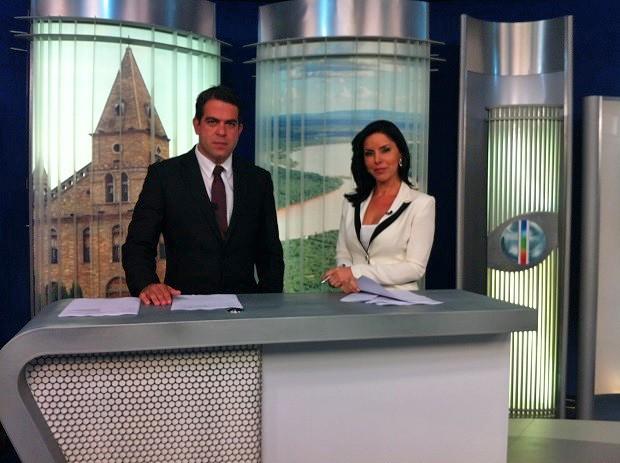 tv (Foto: Délio Pinheiro e Patrícia Vieira apresentam as notícias da região no MG Inter TV 1ª Edição (Foto: Henrique Corrêa/G1))
