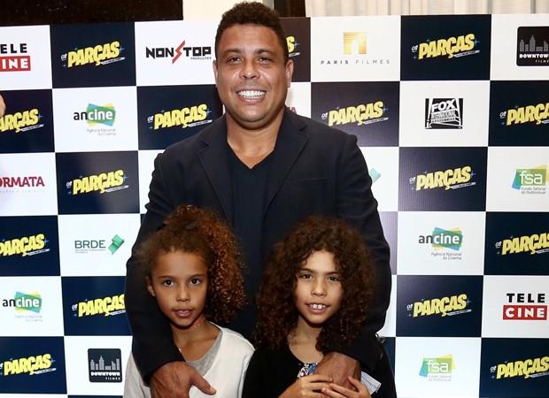 Ronaldo com as filhas Maria Alice e Maria Sofia (Foto: Manuela Scarpa/Brazil News)