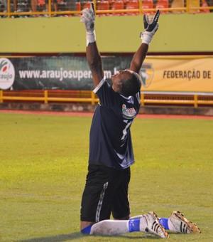 Máximo, goleiro do Atlético-AC (Foto: Nathacha Albuquerque)