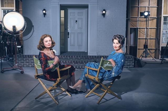 Susan Sarandon e Jessica Lange caracterizadas como Bette Davis e Joan Crawford na série 'Feud' (Foto: Reprodução)