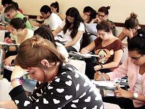 Estudantes durante prova do vestibular da PUC-Campinas (Foto: Rafael Lima)