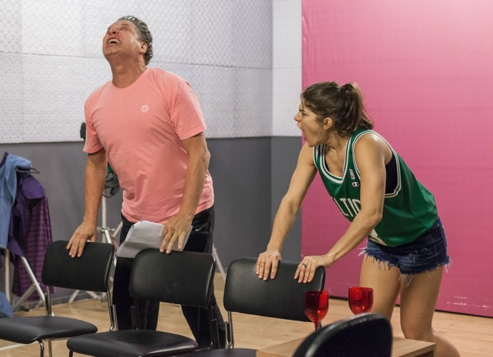 Ernani Moraes e Priscila Fantin em ensaio do Tomara que Caia (Foto: Artur Meninea/Gshow)