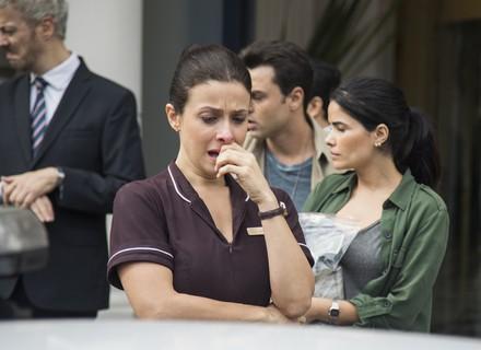 Cíntia é presa injustamente pelo roubo do Carioca Palace