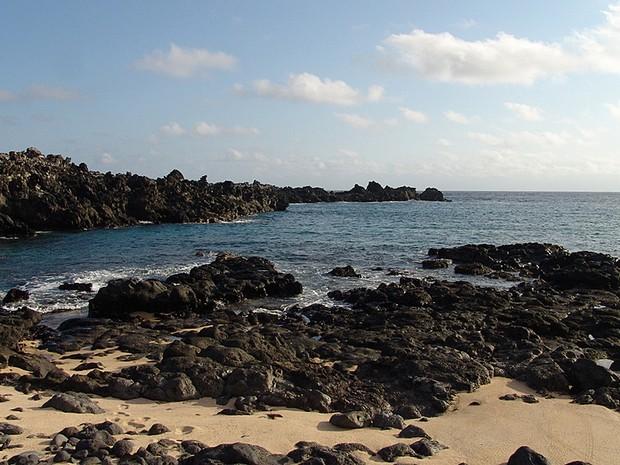 Litoral da ilha britânica de Ascensão, no Atlântico Sul, que agora é uma reserva marinha (Foto: Drew Avery/CC)