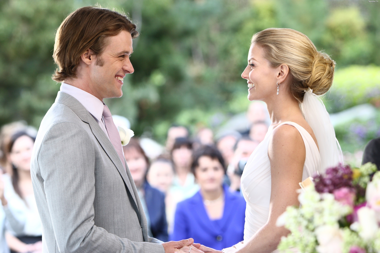 Jesse Spencer e Jennifer Morrison no casamento na série 'House' (Foto: Divulgação)