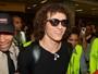 Daniel Alves, David Luiz e Lucas causam tumulto em aeroporto de SP