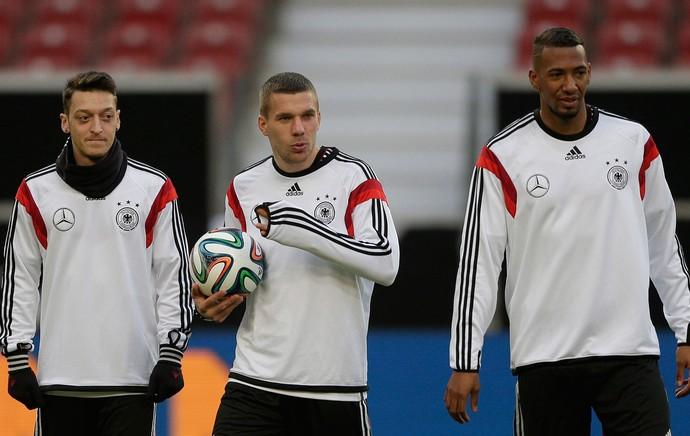 treino Alemanha Ozil, Podolski e Jerome Boateng (Foto: AP)