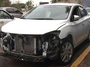 Carro foi encontrado sendo desmanchado no ferro-velho em Londrina (Foto: Reprodução/RPC)