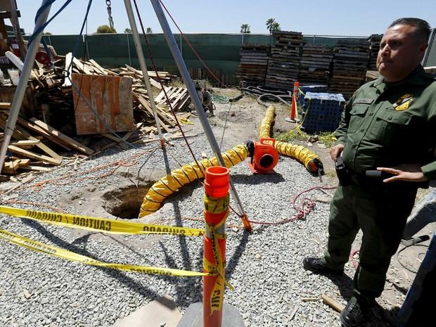 Túnel do narcotráfico tinha cerca de 800 metros (Foto: Mike Blake / Reuters)
