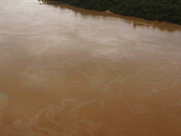 Mancha de óleo foi localizada no Rio Teles Pires na divisa com o estado do Pará (Foto: Divulgação/Ibama)