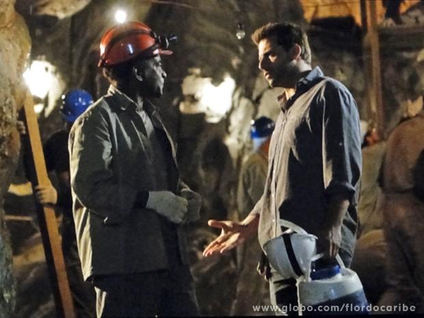 Cassiano mata a charada e descobre que Silvestre está ajudando Alberto (Foto: Flor do Caribe/TV Globo)