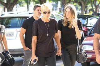 Xuxa com a Sasha chegam ao velório (Foto: Roberto Filho / BRAZIL NEWS)