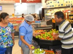 Tomate chega a custar R$ 6 o quilo em Cruzeiro do Sul (Foto: Genival Moura/G1)