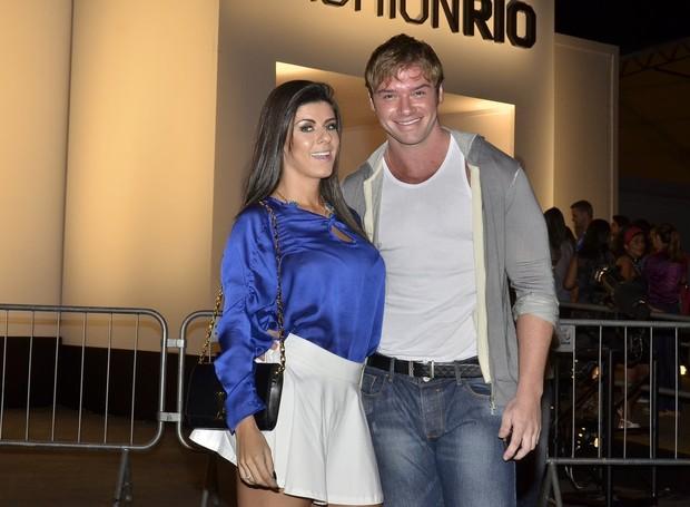 Thor Batista e Paola Leça (Foto: Roberto Teixeira / EGO)