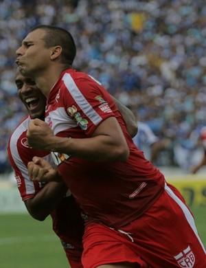 Neto Baiano, do CRB, após marcar o gol (Foto: Jonathan Lins/G1)