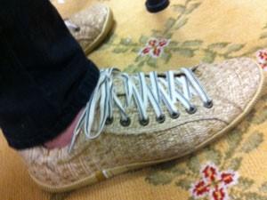 b46fbdbae01 Modelo de tênis da Osklen feito com fibra de palha de seda