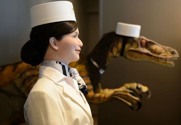 No Henn-na Hotel, os hós pedes são recepcionados por robôs (Foto: Reprodução/Twitter)