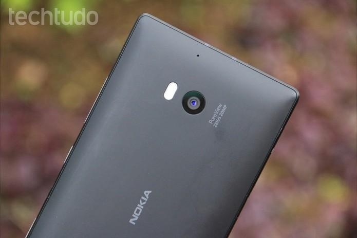 Traseira do Lumia 930 (Foto: Lucas Mendes/TechTudo)
