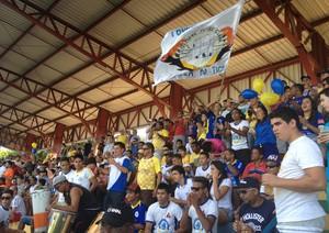 Torcida do Interporto compareceu e acompanhou a derrota do time em casa (Foto: Marcos Martins/GloboEsporte.com)