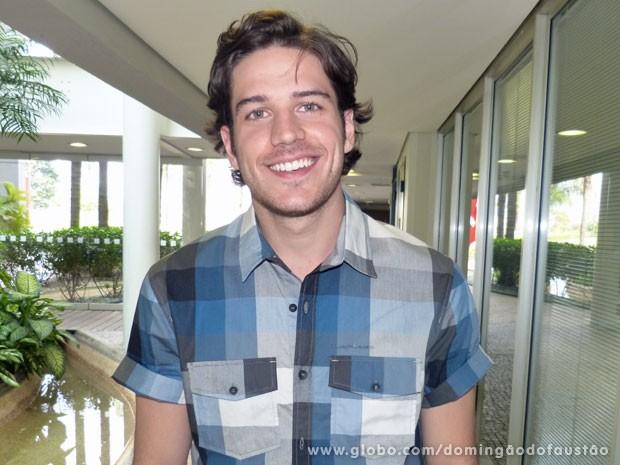 Marco Pigossi fala sobre a carreira (Foto: Domingão do Faustão/TV Globo)