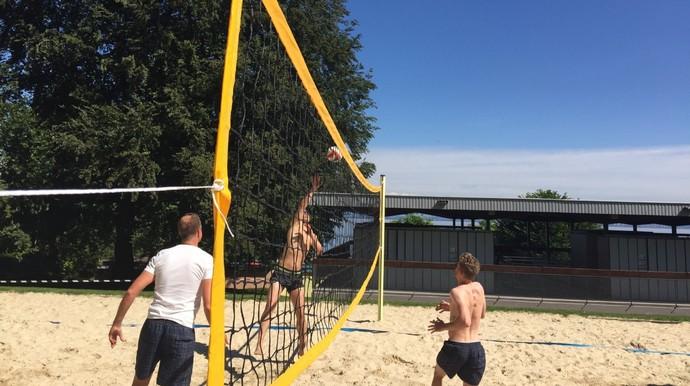 Alemanha aproveita jogo de vôlei no tempo de folga (Foto: Twitter)