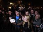 Carolina Dieckmann lança filme e atende fãs no Festival de Gramado
