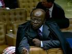 Ministros atrasam, e relator começa a ler voto sobre evasão de divisas