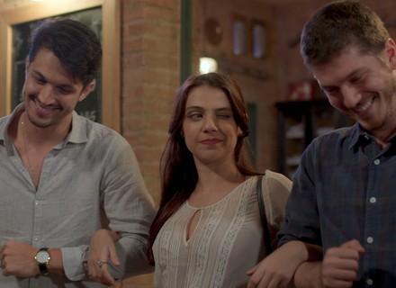 Anita surpreende ao aceitar convite de Afonso e Roberto